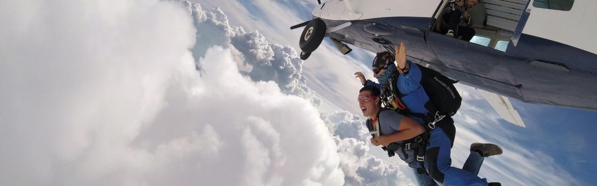 Parachute à Gap au départ de l'aérodrome de Tallard